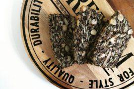 """alt= """"paleo oerbrood met noten en zaden"""""""