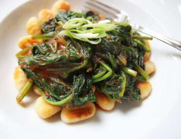 Gebakken gnocchi met spinazie (vegetarisch) - Beter door Eten