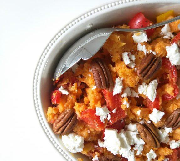 Zoete aardappelstamppot met pecannoten en feta